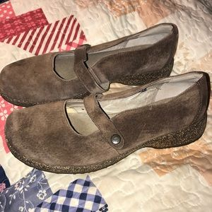 d9a9b3924a32c6 Teva brown suede mary janes size 9 like new